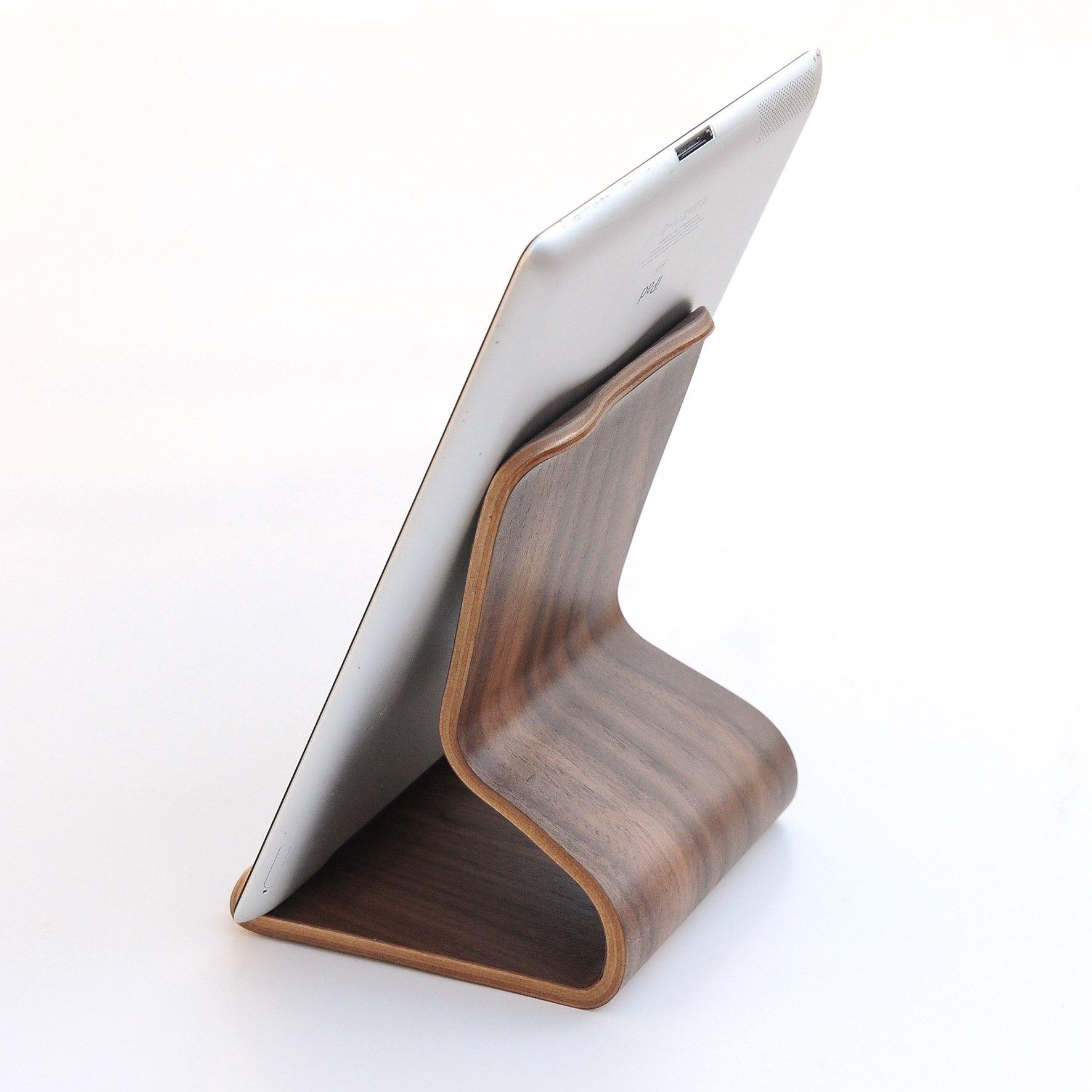 ipad holder til bord Wooden chair stand iPad eller MacBook   iKing.dk sælger  ipad holder til bord
