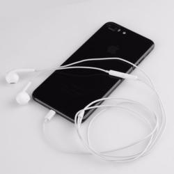 iPhone 7 lightning headphone stereo in-ear 4